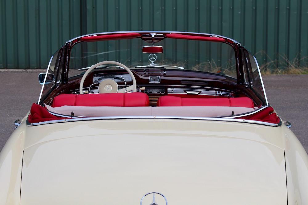 Mercedes 220 SE Cabriolet Ponton 14