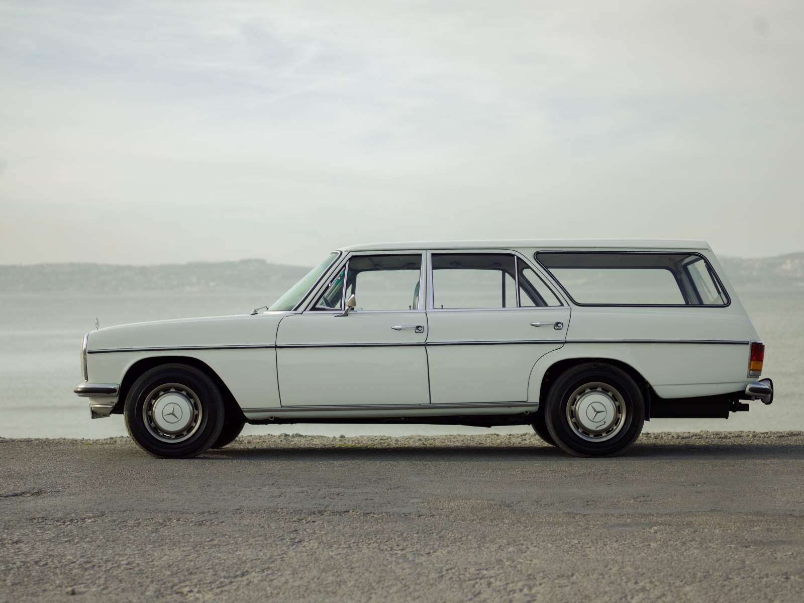 Consignatie oldtimer of youngtimermercedes benz 220d w115 for 1971 mercedes benz 220